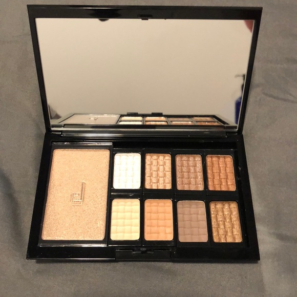 doucce Other - Doucce eyeshadow palette never used before
